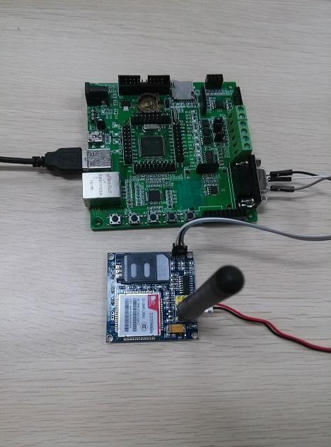 硬件平台为stm32f4xxx的单片机,可以用rs232接口和gprs或者wifi实现