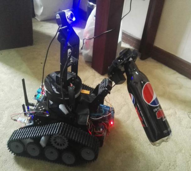 机器人抓取物品工作状态下